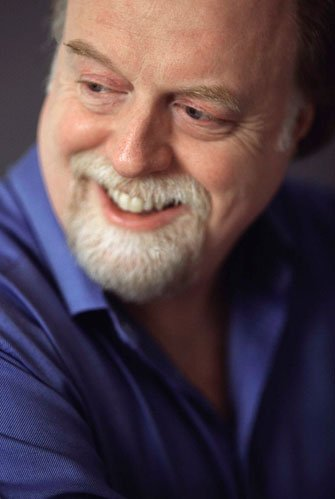 Peter Donohoe performing the Ravel Piano Concerto in Loops and Verses